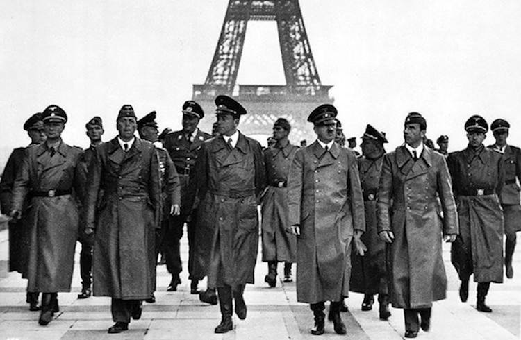 iconic-photographs-1940-hitler-paris2